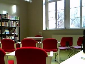 Die Schulbibliothek wird zum Vorleseraum, die Gäste werden voller Freude erwartet ...
