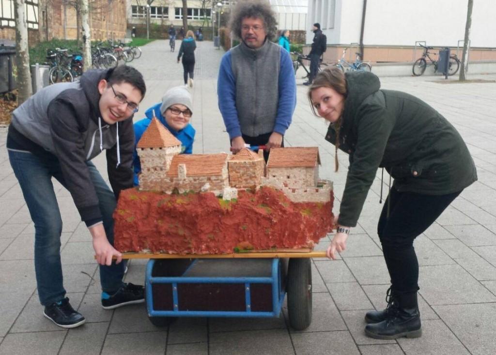 Der Transport der Burg Giebichenstein durch die Franckeschen Stiftungen war gar nicht so einfach